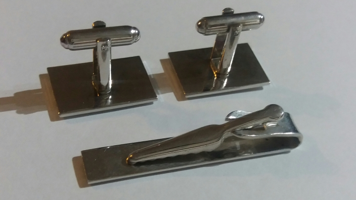 Vintage 1970s Tie Clasp and Cufflinks Set - Silvertone