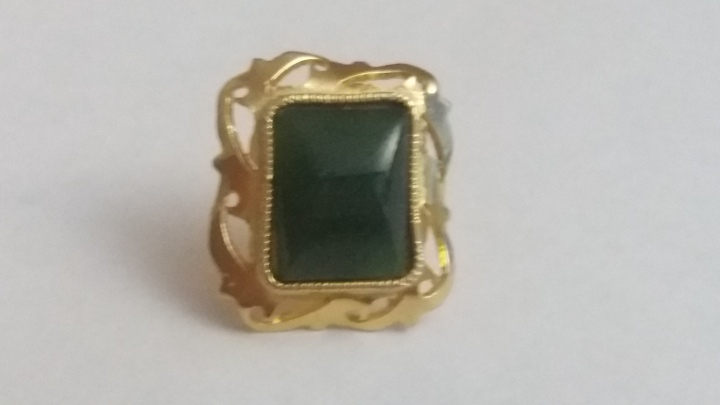 239147 Vintage Tie Pin 1950s Green Stone Ornate Setting Goldtone Tie Tack