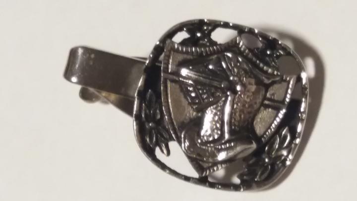 229103 Vintage Tie Clasp 1960s MEDIEVAL KNIGHT Silvertone Black Tie Clip Bar