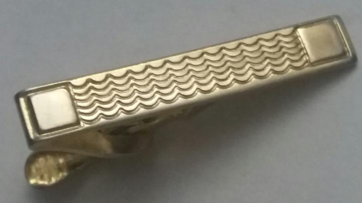 229165-FB Vintage Tie Clasp 1950s Handsome Shimmering Goldtone Tie Clip Bar