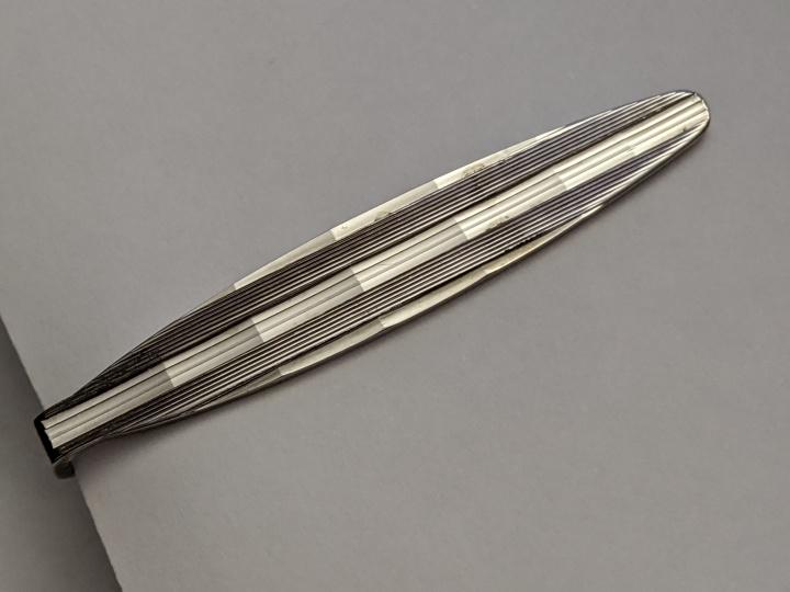 229210 Vintage Tie Clasp 1960s Silvertone Decorative Tie Bar Clip