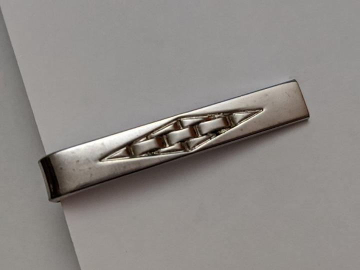 224212 Vintage Tie Clasp 1960s SHIELDS Weave Pattern Silvertone Tie Clip Bar